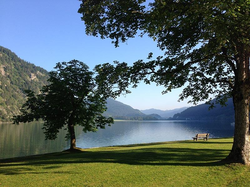 Aussicht vom Ufer des Achensees Richtung Achenkirch