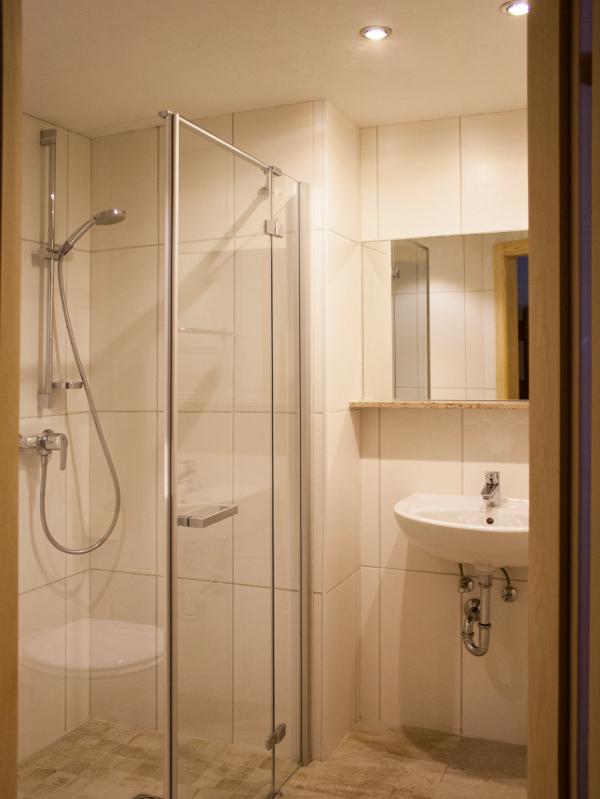 Badezimmer in der Ferienwohnung am Selbstversorgerhaus Tuxerhof in Achenkirch am Achensee