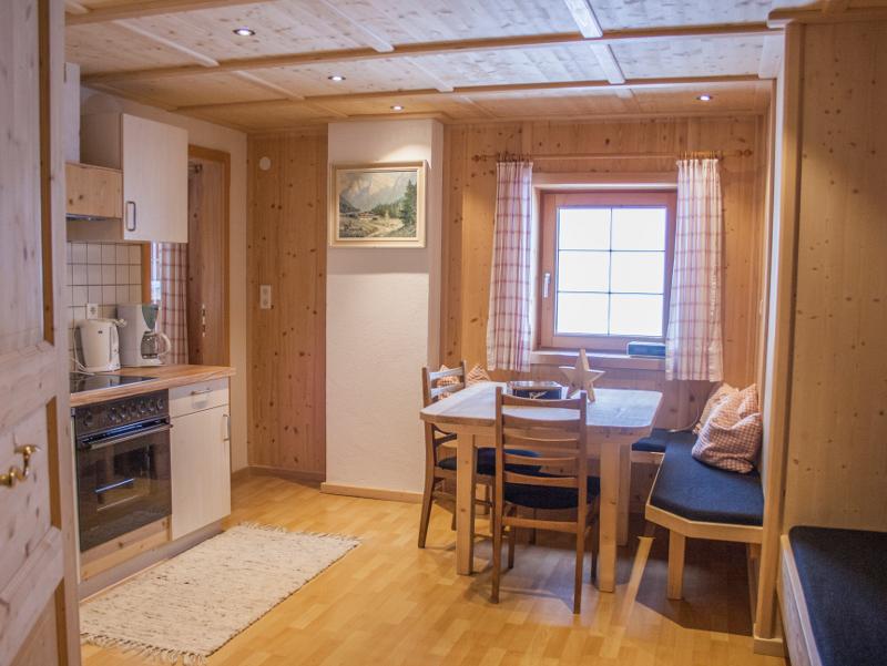 Gemütlicher Wohn-Essbereich in der Ferienwohnung am Tuxerhof in Achenkirch am Achensee